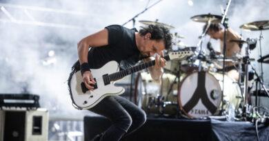 Gojira_Joe Duplantier_Pol'and'Rock 2018_autor Damian Mekal - licencja Wośp