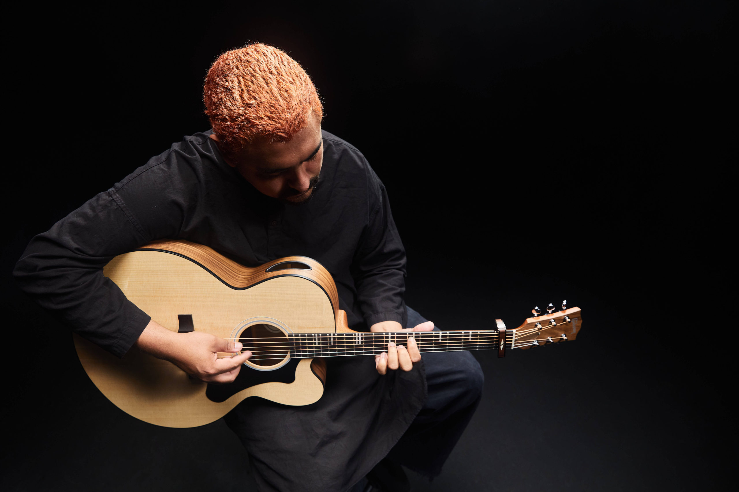 Alejandro Aranda, aka Scarypoolparty, with the Gibson Generation Collection G-200, credit: Gibson