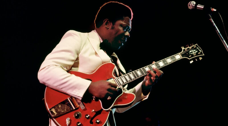 B. B. King with his Gibson Lucille in Cherry, photo: Gibson Brands.