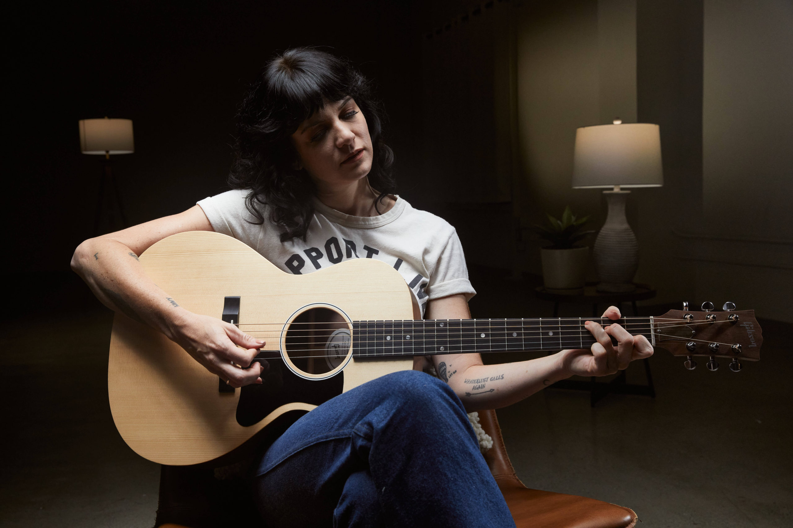 Nikki Lane with the Gibson Generation Collection G-00, credit Gibson