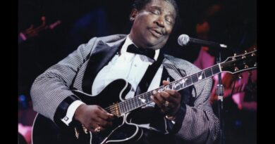 B.B. King with Lucille, credit Epiphone